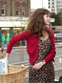 Anne Hathaway in One Day - nice stretchy comfy dress for everyday wear in fun prints (good painting dress)