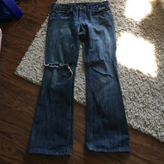 Juicy Couture distressed flare denim size 29 EUC Juicy couture distressed flare denim. Size 29 Juicy Couture Jeans Flare & Wide Leg
