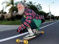 """A segunda edição do projeto """"Skate no Asilo"""" tem várias atrações para animar a tarde dos idosos da casa de repouso Padre Cacique. Saiba mais"""