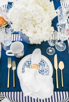 A Cozy Winter Brunch At Home | A Blue and White Tablescape - Lauren Nelson