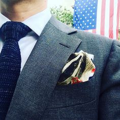 Alors petit blaireau toi aussi tu as passé un bon moment à l'ambassade US pour célébrer le 4 juillet ? // So little badger we had a good time celebrating the 4th of July at the US embassy didn't we? ---- @suitsupply @balibaris @pochettesquare @usembassyfrance --- #menstyle #mensfashion #modehomme #selfie #ootd #usembassy #ambassade #4th #independanceday #fourthofjuly #intweedwetrust #hufflepuff #pochette #pocketsquare