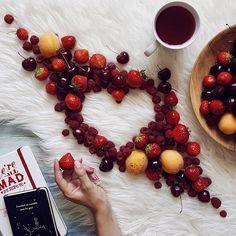Самый ленивый выходной этого лета случился с нами сегодня - мы только смогли заставить себя отпутешествовать на рынок за свежей порцией витаминов и на этом практически все наши подвиги закончились  #инстаграмнедели #instagramrussia #vscocamrussia #vscomoscow #handsinframe #tv_stilllife #coffeandseasons #teaandseasons #whprealemojis #popofred_nio Coffee Cafe, My Coffee, Coffee Quotes, Coffee Beans, Food Photography Styling, Coffee Photography, Chocolate Quotes, Good Morning Coffee, Herbal Tea