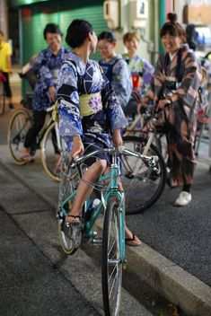 yukata (浴衣) & bicycle - Japan
