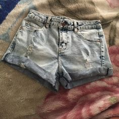 """Forever 21 distressed jeans shorts Size 24"""" Never ever worn because I can not fit . They've been in the bag that they were delivered in & I purchased the shorts in September 2015 . I honestly don't remember why I removed the tagg .. I never planned on taking them back to the store don't have the time so figure i just sell it for low . Forever 21 Jeans"""