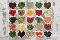 Top 9 Best Foods For Your Anti-aging Diet and good health Water: Not a food, you say? consider it together. Many older people s. Healthy Dinner Recipes, Dog Food Recipes, Diet Recipes, Healthy Snacks, Healthy Eating, Manger Healthy, Vitamins And Minerals, Superfoods, A Food
