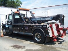 Just Tow Trucks - oldirongarage Vintage Trucks, Old Trucks, Retro Vintage, Ford Heavy Duty, Towing And Recovery, Tow Truck, Iron, Hooks, Wedding Cakes