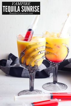 The classic Tequila Sunrise cocktail turns into a perfect Vampire Cocktail for Halloween. With a fun presentation this cocktail or mocktail is a great Halloween party recipe. Easy Halloween Cocktails, Halloween Food For Party, Sunrise Cocktail, Tequila Sunrise, Shirley Temple Drink, Cocktail And Mocktail, 2000 Calorie Diet, Soul Food, A Food