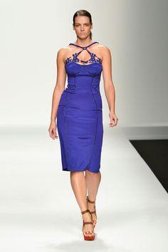 Este azul de Elena Miro me puede fascinar
