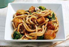 Nouilles au tofu croustillant et légumes sautés