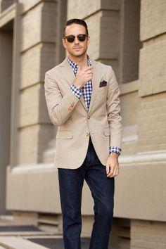 Sharp casual look tan blazer blue plaid blazer jeans men suits. Blazer Jeans, Tan Blazer Outfits, Khaki Blazer, Lässigen Jeans, Casual Blazer, Linen Blazer, Khaki Pants, Sharp Dressed Man, Well Dressed Men