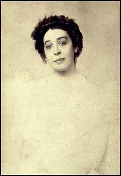 Fotó: Léda fátyolos ruhában 1903-ból © Ady Endre Emlékmúzeum Nagyvárad.