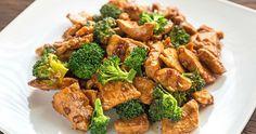 Além do preparo tradicional do frango grelhado com o brócolis cozido, você pode elaborar receitas mais sofisticadas de frango com brócolis light.