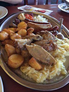 Zabijácký masový talíř ve slovinském minipivovaru:-)