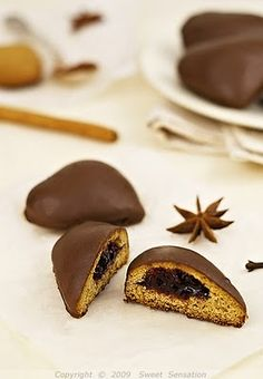 čokoladna medena srca /  chocolate covered gingerbread hearts Cookie Recipes, Dessert Recipes, Dessert In A Jar, Torte Cake, Honey Cake, Something Sweet, Confectionery, Mini Cakes, Chocolate Desserts