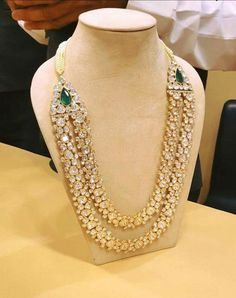 Diamond and emerald necklace Indian Wedding Jewelry, Indian Jewelry, Bridal Jewelry, Hereford, Stylish Jewelry, Fashion Jewelry, Long Pearl Necklaces, Gold Jewellery Design, Gucci