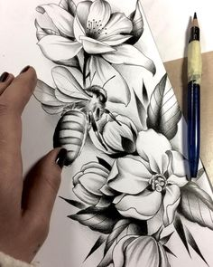 Sausage fingers are better than finger sausage … - Top 99 Pencil Drawings Rose Tattoos, Flower Tattoos, Body Art Tattoos, Sleeve Tattoos, Bee On Flower, Flower Art, Tattoo Sketches, Tattoo Drawings, Tatouage Mama