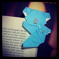 Origami Koala (and cub!) Bookmark (^_^)  #bookmark #koala #origami Origami Koala, Origami Car, Origami Mouse, Origami Star Box, Origami Fish, Origami Butterfly, Origami Folding, Origami Penguin, Origami Models