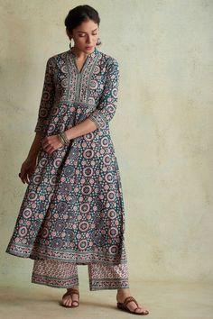 Designer Wear: Shop Designer Ethnic Wear by Farida Gupta Simple Kurta Designs, Kurti Neck Designs, Kurta Designs Women, Blouse Designs, Stylish Dresses For Girls, Stylish Dress Designs, Ethnic Wear Designer, Indian Designer Outfits, Dress Indian Style