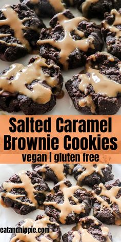 Salted Caramel Brownie Cookies: Vegan, Gluten Free - The Kind Mind Club , Delicious vegan, gluten free salted caramel brownie cookies. This dessert idea is fun and easy to make. Tasty, creamy coconut caramel drizzled on top . Brownie Cookies, Chocolate Chip Brownies, Salted Caramel Brownies, Double Chocolate Chip Cookies, Caramel Cookies, Cookies Vegan, Flourless Chocolate, Desserts Caramel, Vegan Christmas Cookies