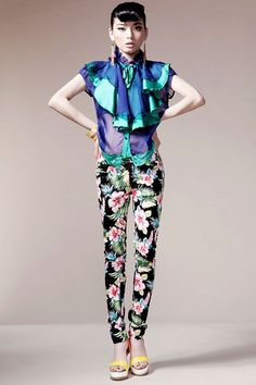 The leggings crafted in cotton, featuring sweet multicolored floral printing main, medium elasticated waistline, elastic characteristics and long skinny cut legs. $111