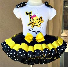 Pink Minnie Mouse Birthday Tutu Set Ribbon Trim Tutu & Hair Bow Customize in Any Colors of Your Preference - Oaklyn Baby Name - Ideas of Oaklyn Baby Name - Bumble Bee tutú conjunto Pig Birthday, Birthday Tutu, Tutu Outfits, Kids Outfits, Tutu Dresses, Ribbon Tutu, Diy Tutu, Pink Minnie, Baby Dresses