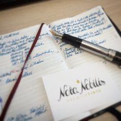 """""""Schlachtplan für den Tag""""  Es gibt keinen angenehmeren Weg sich einen Plan für den Tag zurecht zu legen, als mit Papier und Füllfeder! Ich verwende die dokumentenechte Sailor Blue-Black Pigmenttinte, damit auch in ein paar Jahren jeder Schriftzug so ist, wie ich ihn ursprünglich geschrieben habe!  Für mich ist das die beste Möglichkeit um meinen Tag zu planen und die Ereignisse zu dokumentieren - und es passiert zusätzlich zu Outlook und GoogleCalendar.  Versucht es selbst - #X47"""