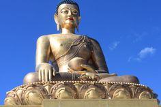 Königreich Bhutan: Die 51 Meter hohe, vergoldete Buddha-Statue thront über der Hauptstadt Thimpu. Zum Reisebericht: http://www.nachrichten.at/reisen/Mit-Karma-ins-Land-gluecklicher-Menschen;art119,1330690 (Bild: eku)