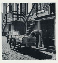 www.zuivelmuseum.nl - - - - - - - -  Amsterdam, melkman ca. 1957