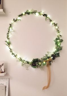 Foraged wreath made from a London garden - London Craft Club show you how. Mollie Makes, London Garden, London Christmas, Craft Club, Paper Artist, How To Make Wreaths, Natural Materials, Free Printables, Crafty