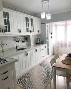 [New] The Best Home Decor (with Pictures) These are the 10 best home decor today. According to home decor experts, the 10 all-time best home decor. Kitchen Room Design, Kitchen Cabinet Design, Home Decor Kitchen, Interior Design Kitchen, Home Kitchens, Décoration New York, Ideas Hogar, Design Moderne, Cuisines Design