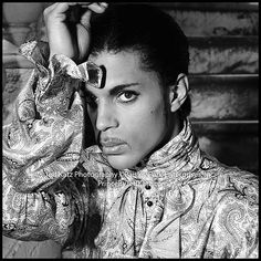 Celebrating the life, legacy, achievements and artistry of Prince Rogers Nelson. Quality rare photos and more. Prince Images, Pictures Of Prince, Art Music, Music Artists, The Artist Prince, Paisley Park, Roger Nelson, Prince Rogers Nelson, Purple Reign
