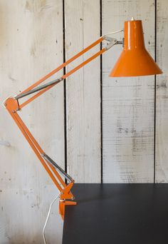 lampre d'architecte. http://www.brocantedelabruyere.com/produit/lampe-darchitecte/