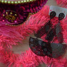 Complete seu look de carnaval com o Brinco Folheado Grafite, solicite a um Revendedor, nosso Showroom ou através do Whatsapp. www.lireacessorios.com.br Whatsapp 11 95249-6050 #lireacessorios #amolire #semijoias #brincos #carnaval #acessorios #usolireacessorios #estilo #tendências #moda