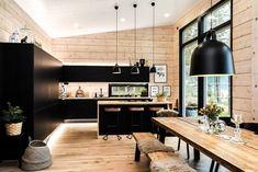 Black log home into a rural setting - Honka Modern Cabin Interior, Modern Cottage, Modern Cabins, Modern Houses, Casa Loft, Cabin Kitchens, Log House Kitchen, Log Homes, Cabin Homes