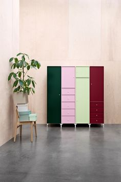 Green up your wardrobe by adding the colours Botanique and Pistachio. And of course decorate with plants. #montanafurniture #montana #furniture #living #decoration #interior #wardrobe #closet #nordicstyle #scandinavianstyle
