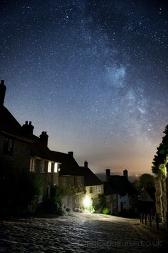 Andrew Whyte - long exposure photography: the Milky Way over Shaftesbury, Dorset