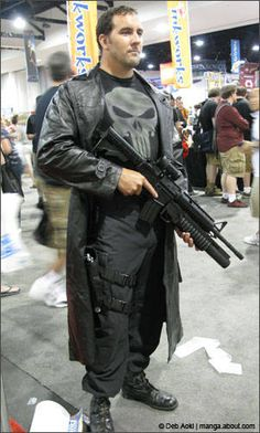 SDCC_Punisher_500.jpg (301×500)