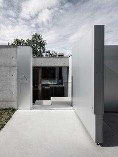 Concrete House by Marte.Marte Architects (12)