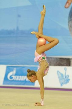 Maria Titova Grace,strength and beauty! Gymnastics Photos, Gymnastics Photography, Sport Gymnastics, Artistic Gymnastics, Olympic Gymnastics, Olympic Sports, Olympic Games, Gymnastics Problems, Acrobatic Gymnastics