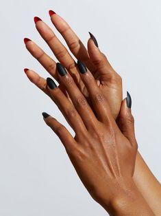 unghie nere opache manicure stiletto Coffin Nails Ombre, Black Stiletto Nails, Matte Black Nails, Black Acrylic Nails, Black And Blue Nails, Long Black Nails, Black Almond Nails, Oval Nails, Kylie Jenner