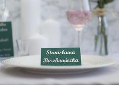 Zielone winietki ze srebrnym tekstem Place Cards, Place Card Holders, Table Decorations, Home Decor, Decoration Home, Room Decor, Home Interior Design, Dinner Table Decorations, Home Decoration