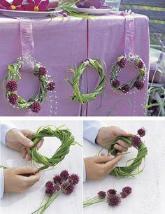 A simple DIY design using allium bullit. Deco Floral, Arte Floral, Floral Design, Diy Design, Diy Wedding Decorations, Flower Decorations, Diy Décoration, Diy Crafts, Flax Flowers