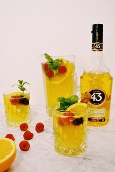 Witte Sangria met licor 43 Finger Foods, Lemonade, Liquor, Bbq, Recipies, Cocktails, Cooking Ideas, Foodies, Barbecue