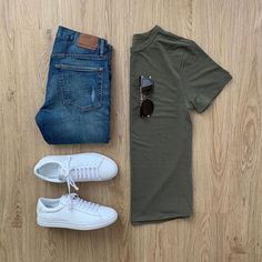 soft is an understatement Featured is the Minimalist Tee in Army. Made from lightweight Eudae, these shirts can be worn all day and in every type of weather — not only protecting you from the elements but from odor as well. Cute Sporty Outfits, Stylish Mens Outfits, Casual Outfits, Men Casual, Fashion Outfits, Casual Chic, Men Fashion Show, Mens Fashion, Gq Men