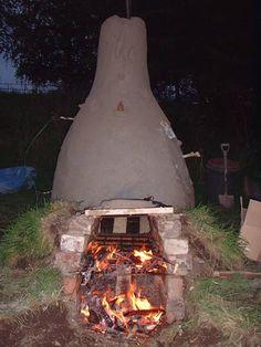 Wood firing Scottish potters kiln at Cromarty 2007