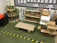 New deconstructed role play including tins, mdf off cuts, wooden blocks, planks of wood, assorted cardboard tubes. Eyfs Classroom, Classroom Layout, Construction Area Eyfs, Deconstructed Role Play, Block Area, Block Center, Cardboard Tubes, Cardboard Playhouse, Cardboard Crafts