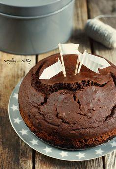 Nie macie jeszcze planów na weekendowy wypiek? Co powiecie na puszyste, wilgotne i mocno czekoladowe ciasto? Z pewnością poprawi Wam ...