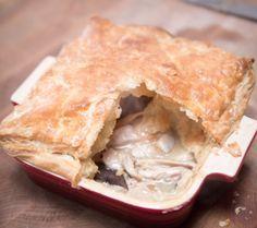 Jamie vs Momo #3 – chicken pie / French-style peas / sweet carrot mash / berries, shortbread & chantilly cream