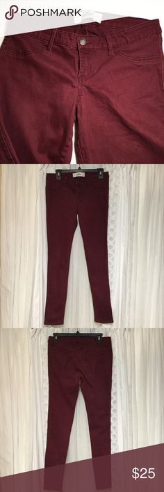 Hollister Burgundy khakis size 9 Dark burgundy colored. Not sure if these are just regular khakis or jagging. Has fake front pockets two back pockets that have embroidery and flip down design. Zips and buttons in front, has belt loops. Next line Size 9 are Waist 29 inches Length 31 inches Rise 8 inches Leg opening 5 inches 98% cotton 2% elastane Has a very small pool in fabric by zipper not noticeable see photos. Thanks for visiting my closet feel free to look around!🤗 Hollister Pants