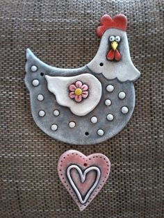 This would be a fun kid project to make with air dry clay and acrylic paint. Clay Birds, Ceramic Birds, Paper Clay, Clay Art, Chicken Crafts, Hand Built Pottery, Clay Ornaments, Clay Figures, Clay Animals